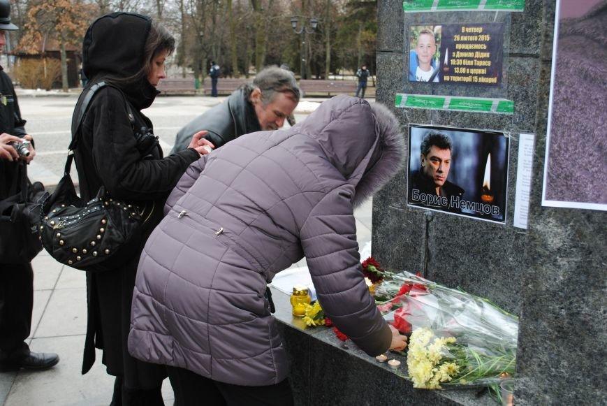 Около памятника Шевченко харьковчане почтили память Бориса Немцова и прошел молебен (ФОТО+ВИДЕО), фото-19