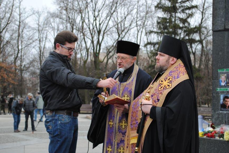 Около памятника Шевченко харьковчане почтили память Бориса Немцова и прошел молебен (ФОТО+ВИДЕО), фото-12