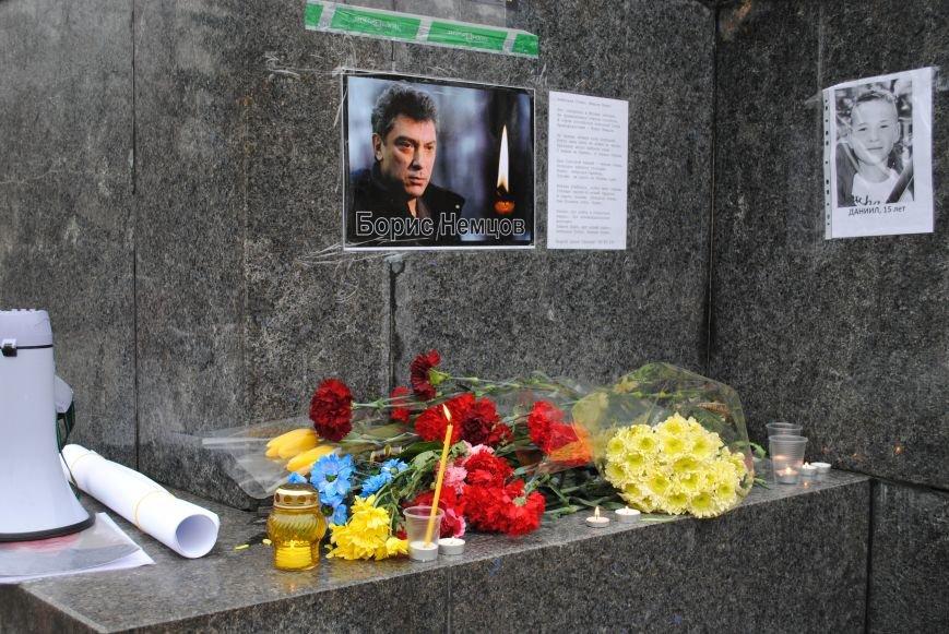 Около памятника Шевченко харьковчане почтили память Бориса Немцова и прошел молебен (ФОТО+ВИДЕО), фото-7