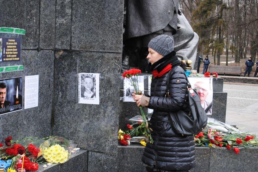 Около памятника Шевченко харьковчане почтили память Бориса Немцова и прошел молебен (ФОТО+ВИДЕО), фото-6