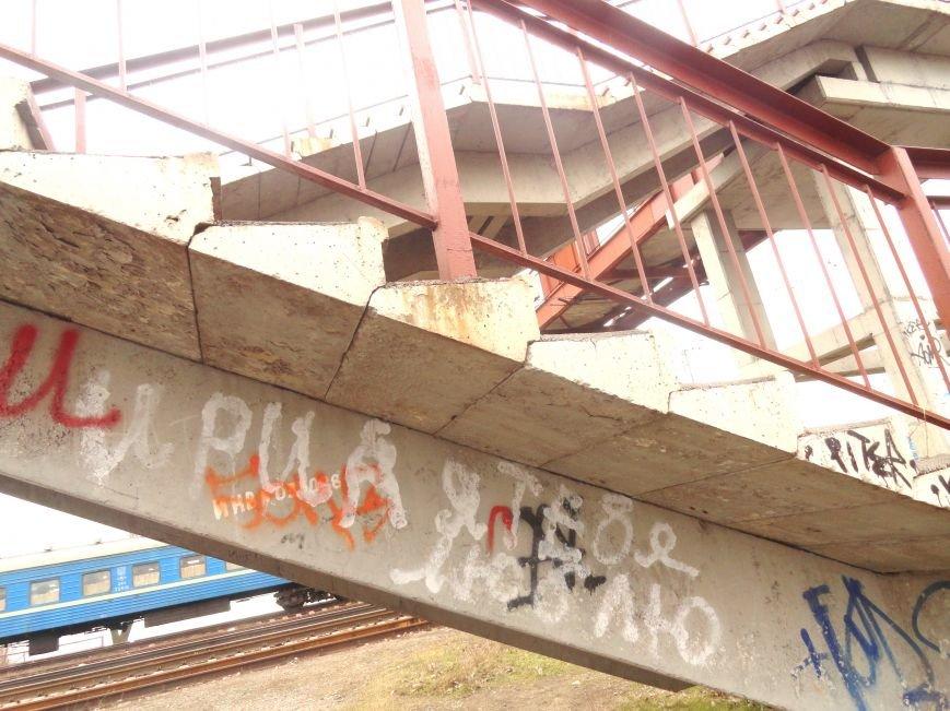 Спуск к морю в Мариуполе стал любовной Меккой (ФОТОФАКТ) (фото) - фото 4