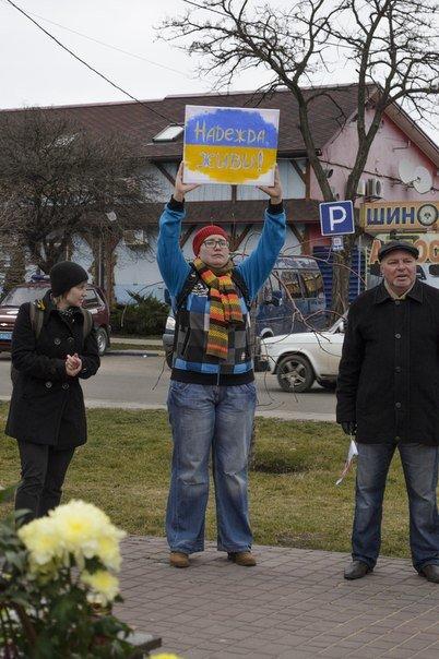 Николаевцы на митинге в поддержку Савченко помолились за «Небесную Сотню» и почтили память Немцова (фото) - фото 6
