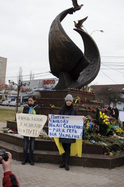 Николаевцы на митинге в поддержку Савченко помолились за «Небесную Сотню» и почтили память Немцова (фото) - фото 3
