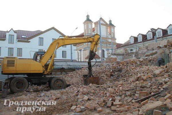 Полуразрушенное здание на ул. К.Маркса восстановят - появится сервисный центр и магазин (Фото) (фото) - фото 1