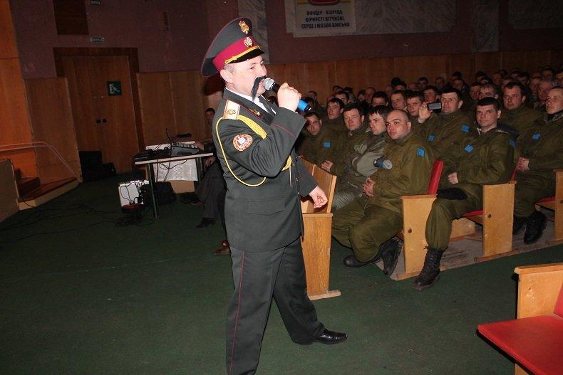 Ансамбль песни и танца ВС Украины поднимал боевой дух николаевских мобилизованных (ФОТО) (фото) - фото 1