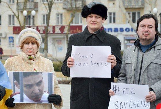 В выходные в Украине прошли акции поддержки Надежды Савченко. Херсон - не исключение. (фото) - фото 2