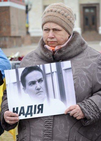 В выходные в Украине прошли акции поддержки Надежды Савченко. Херсон - не исключение. (фото) - фото 1