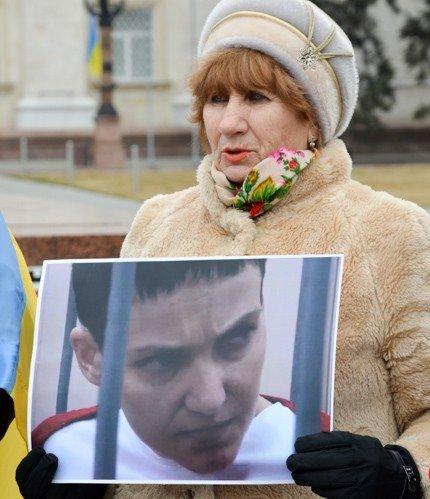 В выходные в Украине прошли акции поддержки Надежды Савченко. Херсон - не исключение. (фото) - фото 3