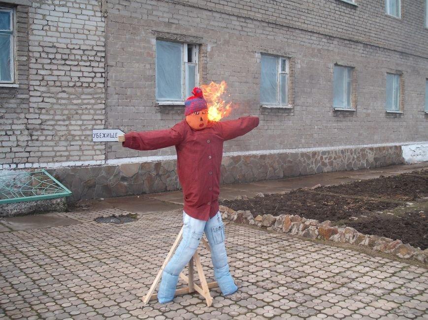 В мариупольской колонии устроили пожар, сожгли манекена и укрылись в бомбоубежище (ФОТО) (фото) - фото 1
