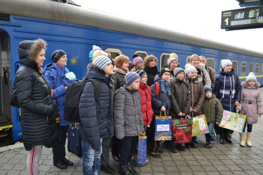 Десять детей из зоны АТО отправились из Днепропетровска в Польшу, фото-1