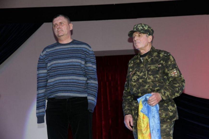 Боец николаевской «аэромобилки», лишившийся рук после боя на Донбассе , стал «Человеком года» (фото) - фото 1