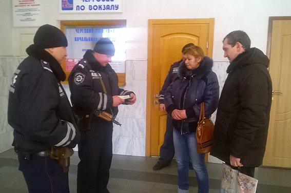 На станции Красноармейск фильтрационная группа проводит проверку подозрительных людей и предметов (фото) - фото 6