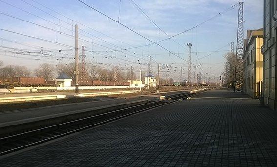 На станции Красноармейск фильтрационная группа проводит проверку подозрительных людей и предметов (фото) - фото 3
