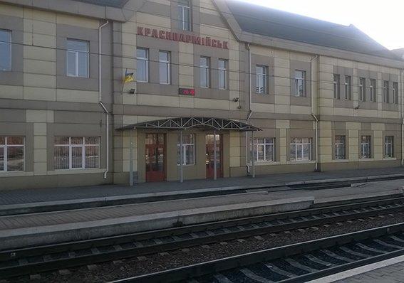 На станции Красноармейск фильтрационная группа проводит проверку подозрительных людей и предметов (фото) - фото 9