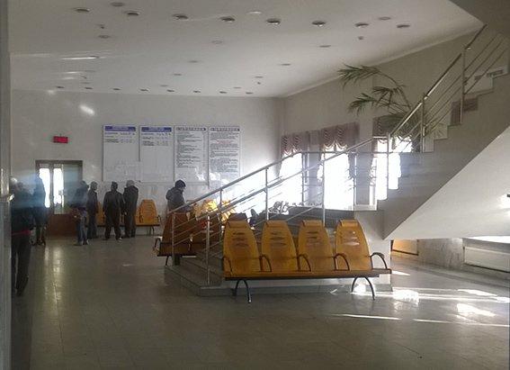 На станции Красноармейск фильтрационная группа проводит проверку подозрительных людей и предметов (фото) - фото 4