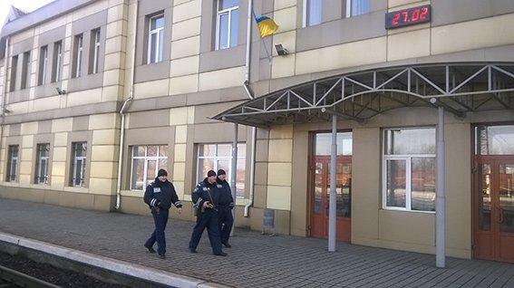 На станции Красноармейск фильтрационная группа проводит проверку подозрительных людей и предметов (фото) - фото 5