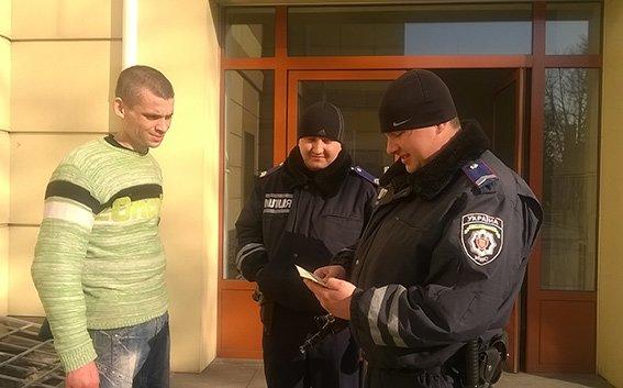 На станции Красноармейск фильтрационная группа проводит проверку подозрительных людей и предметов (фото) - фото 2