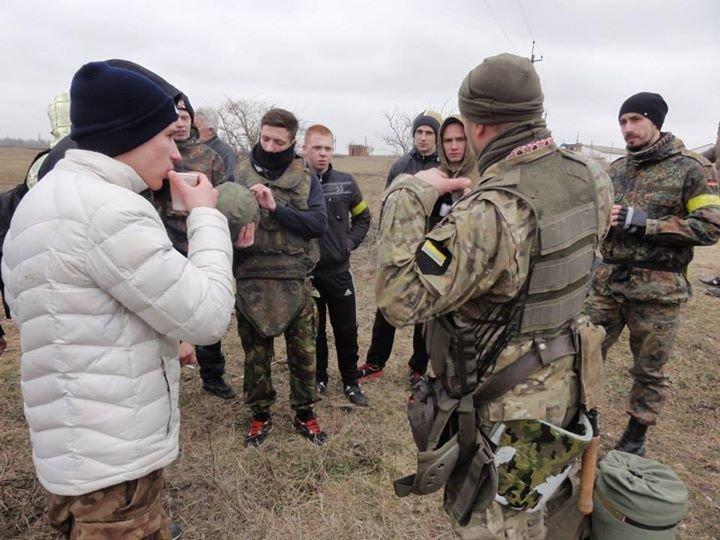 На Днепропетровщине «Правый сектор» учил гражданских воевать (ФОТО), фото-1
