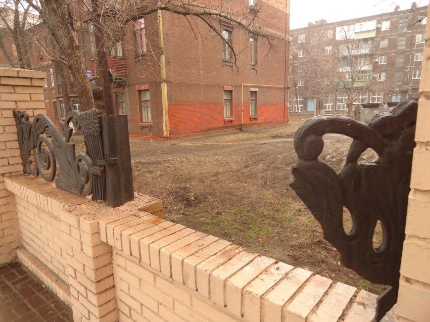 Вандалы продолжают превращать центр Мариуполя в руины (ФОТОФАКТ) (фото) - фото 1