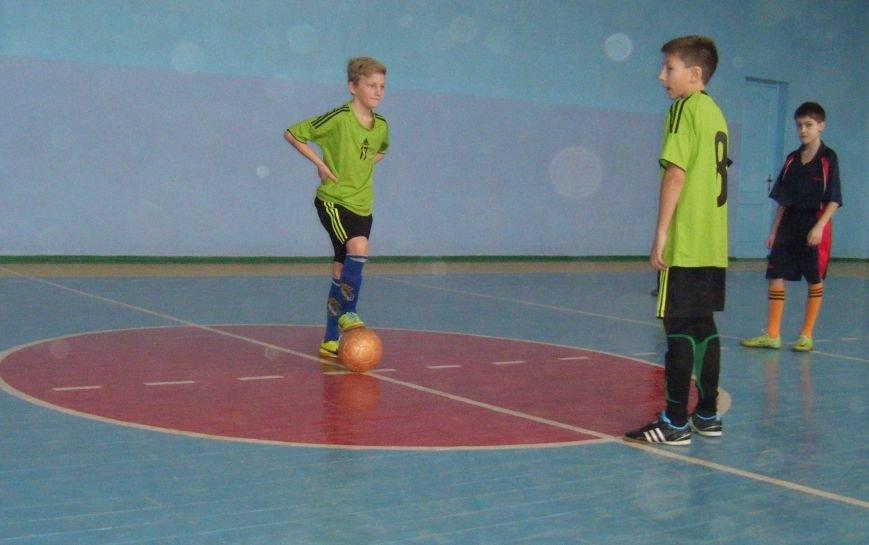 Футболисты Красноармейска и Димитрова стали лучшими по мини-футболу (ФОТО), фото-1