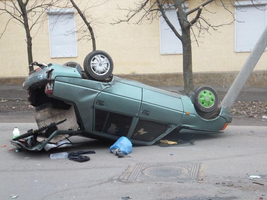 В Кировограде столкнулись три автомобиля, один перевернулся. ФОТО (фото) - фото 1