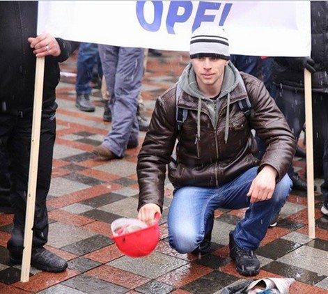 Шахтеры Димитрова и Красноармейска отстаивают свои права на митинге в столице (фото) - фото 2