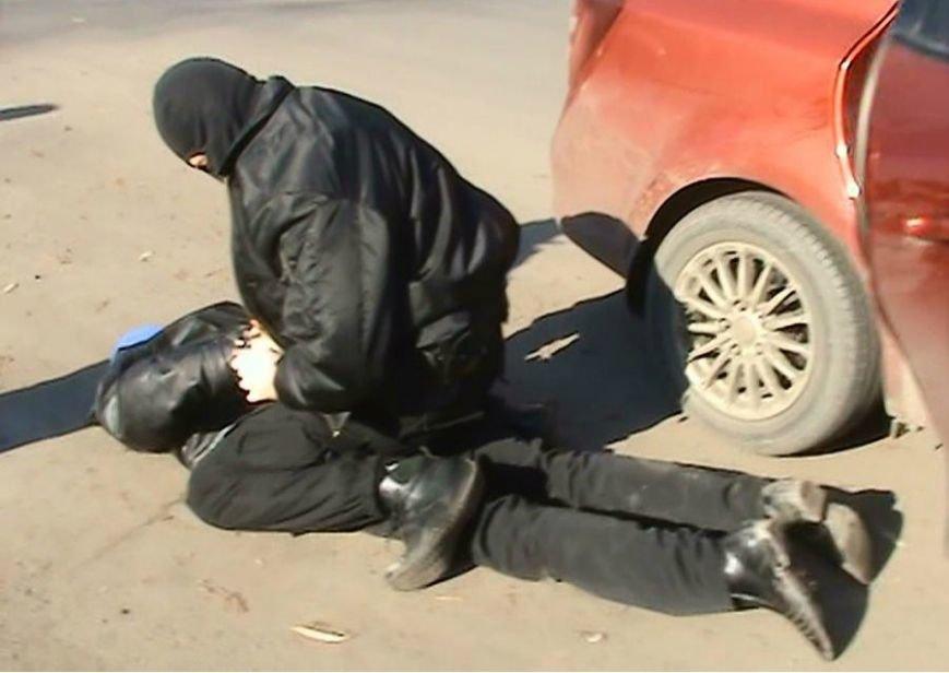 Активисты Кривого Рога провели рейд по выявлению наркоточек (ФОТОФАКТ) (фото) - фото 1
