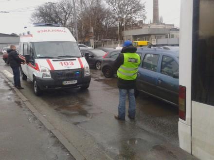 В Киеве Dacia Logan протаранила троллейбус. Пострадал ребенок, - СМИ (ФОТО) (фото) - фото 1