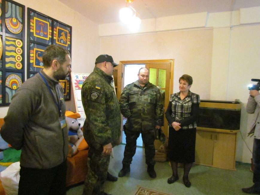 Львовские милиционеры и мариупольские волонтеры общались с детьми (ФОТО), фото-10