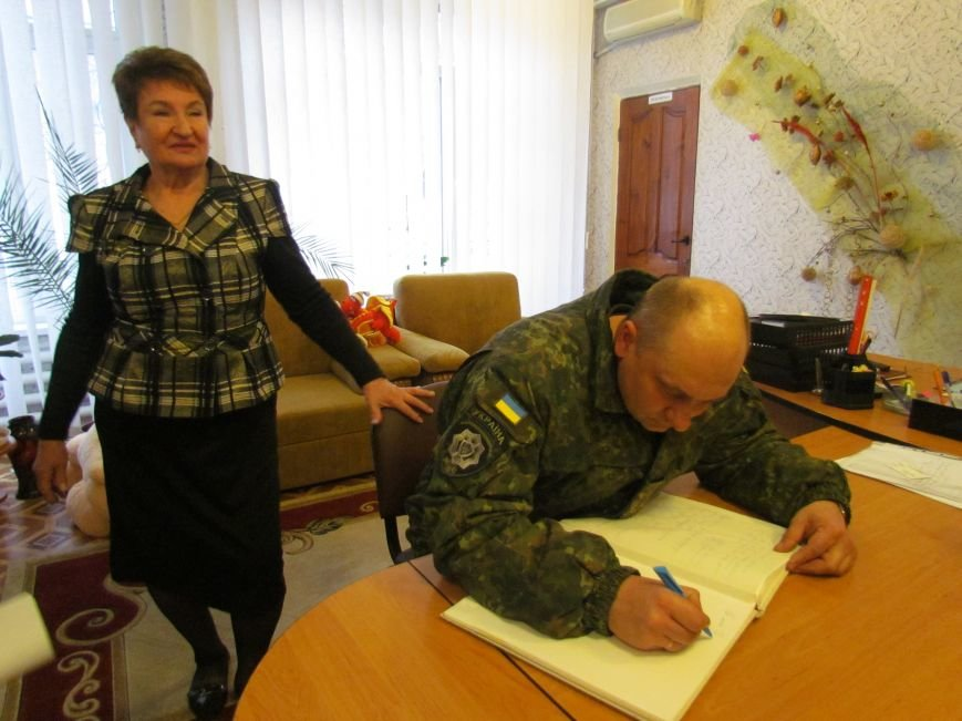 Львовские милиционеры и мариупольские волонтеры общались с детьми (ФОТО), фото-17