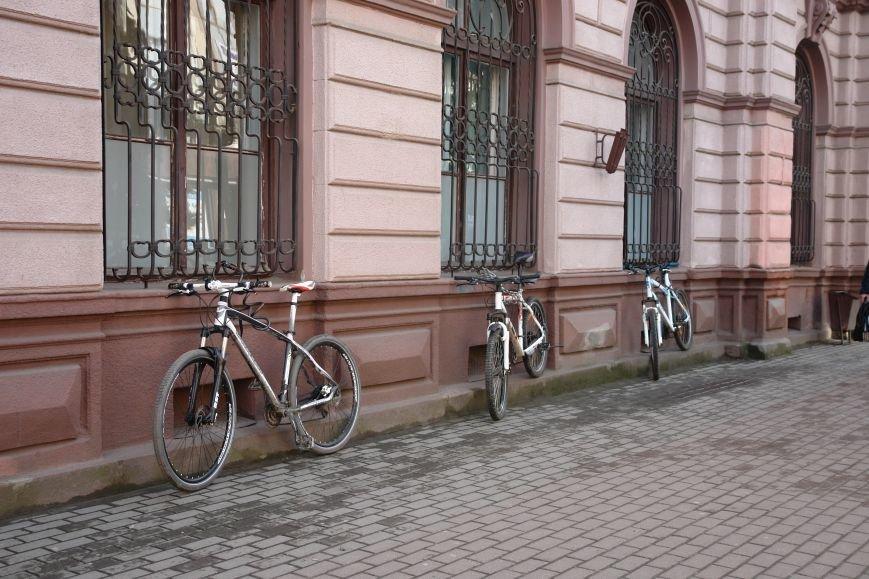 В Івано-Франківську на одну велопарковку стало більше (фото) - фото 1