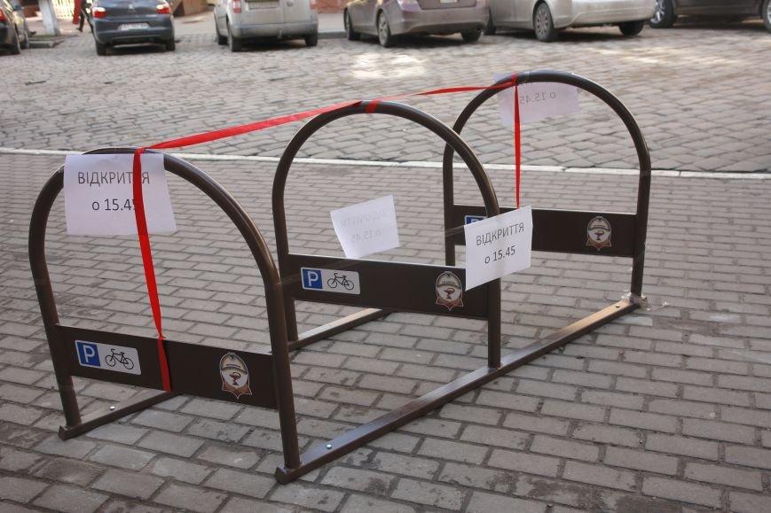 В Івано-Франківську на одну велопарковку стало більше (фото) - фото 2