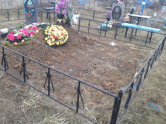 Под Полтавой задержана группа осквернителей могил (ФОТО) (фото) - фото 1