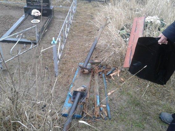 Под Полтавой задержана группа осквернителей могил (ФОТО) (фото) - фото 2