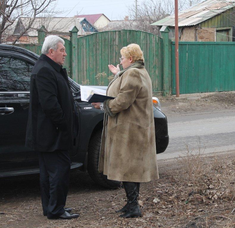 Мэр Артемовска показал начальнику отдела городского хозяйства городские «красоты», фото-1