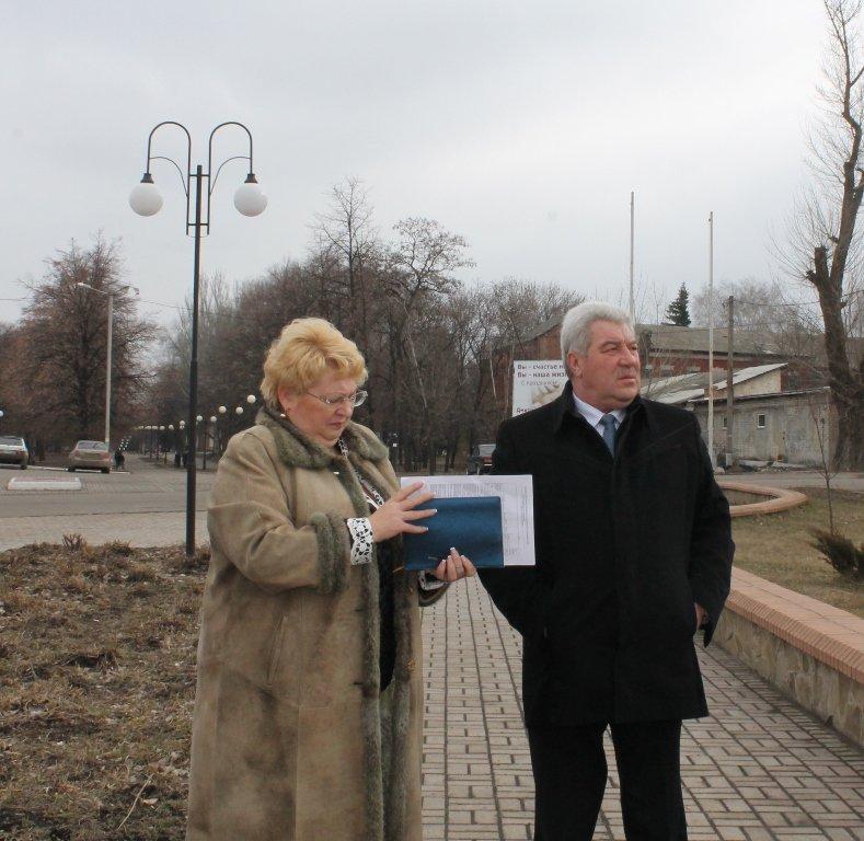 Мэр Артемовска показал начальнику отдела городского хозяйства городские «красоты», фото-13