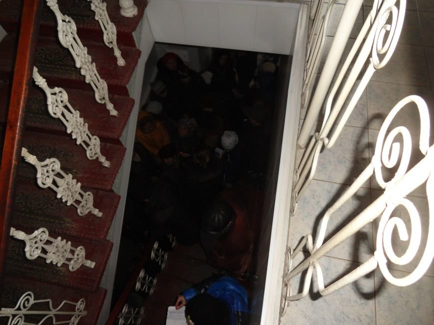 В Мариуполе ОВИР берут штурмом (ФОТОФАКТ) (фото) - фото 2