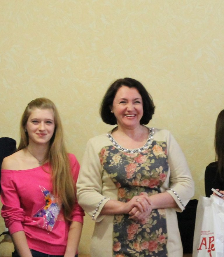 В Артемовске девушкам-переселенкам из зоны АТО вручили подарочные наборы, фото-3
