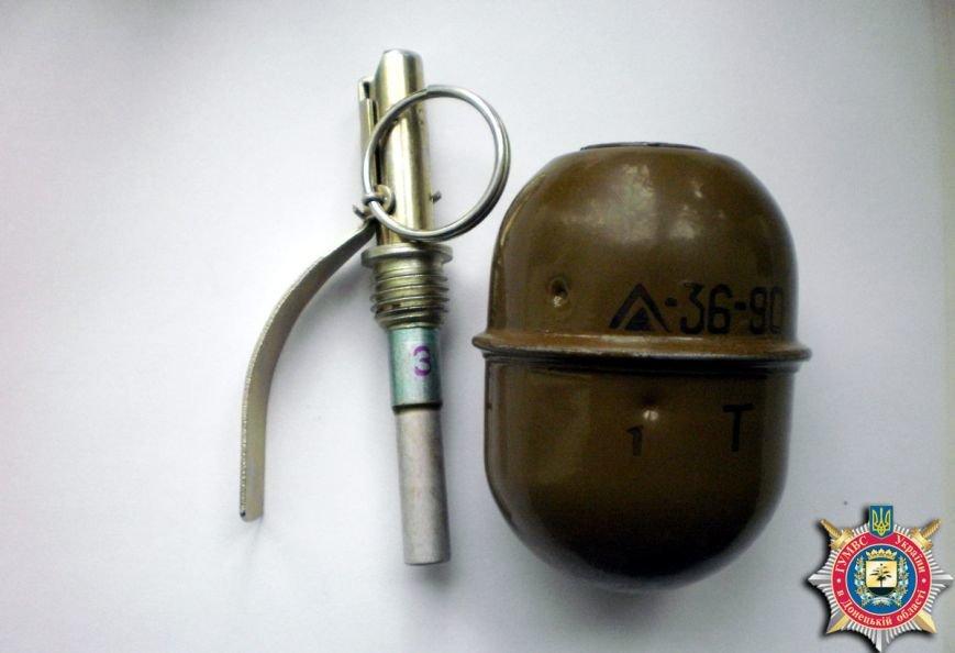 Житель Соледара пытался на рынке продать гранату, фото-1