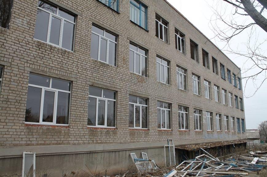 В Артемовской школе №4, пострадавшей от обстрела 13 февраля, завершаются восстановительные работы, фото-4