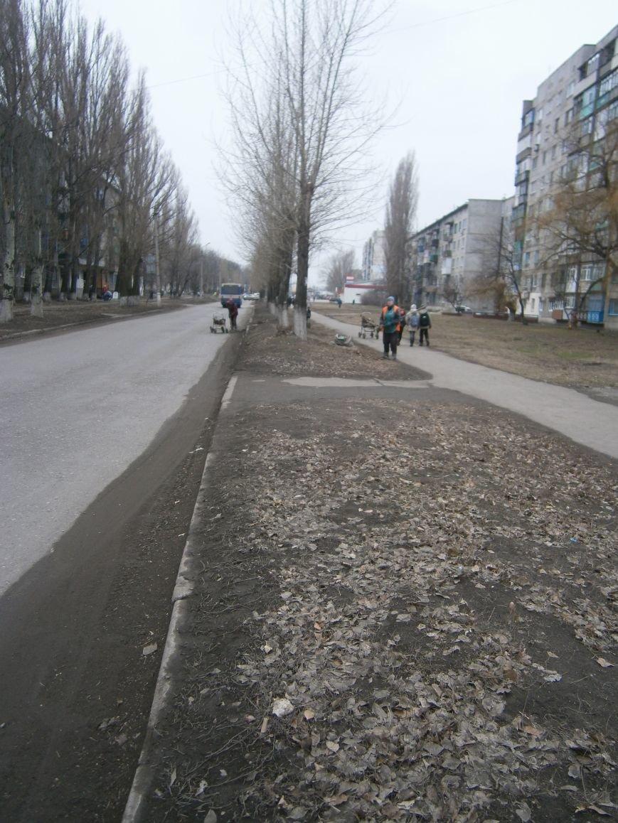 В Димитрове дворники приступили к уборке межквартальных проездов (ФОТОРЕПОРТАЖ) (фото) - фото 10