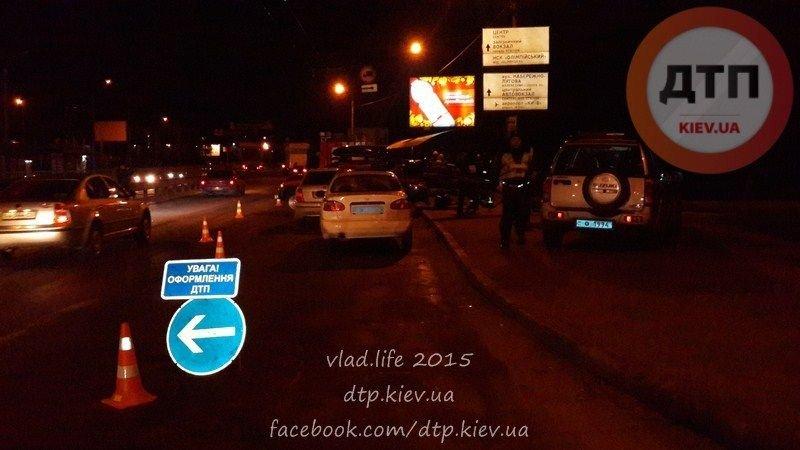 В Киеве ночью Seat Linea влетел в подземный переход, водитель погиб (ФОТО) (фото) - фото 1