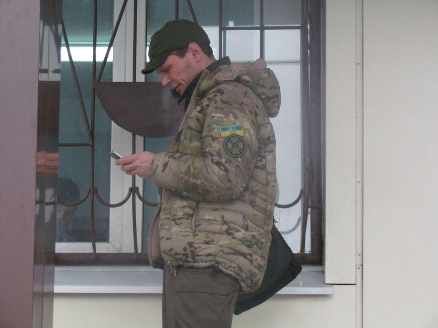 В Мариуполе офицера, спасавшего бойцов под Иловайском, обвинили в незаконном ношении оружия (ДОПОЛНЕНО), фото-12