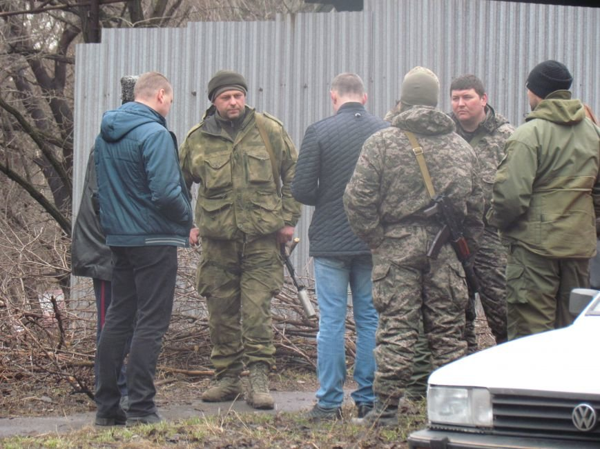 В Мариуполе офицера, спасавшего бойцов под Иловайском, обвинили в незаконном ношении оружия (ДОПОЛНЕНО), фото-11