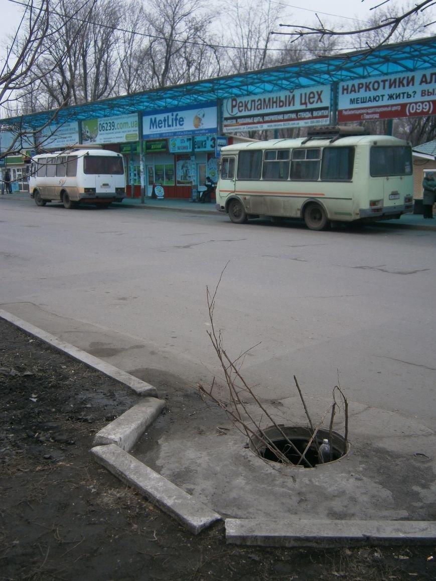 В Красноармейске пропадают крышки канализационных люков (фото) - фото 1
