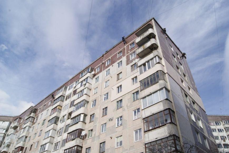 Тернопільські комунальники працюють на екстремальній висоті (фото) (фото) - фото 1