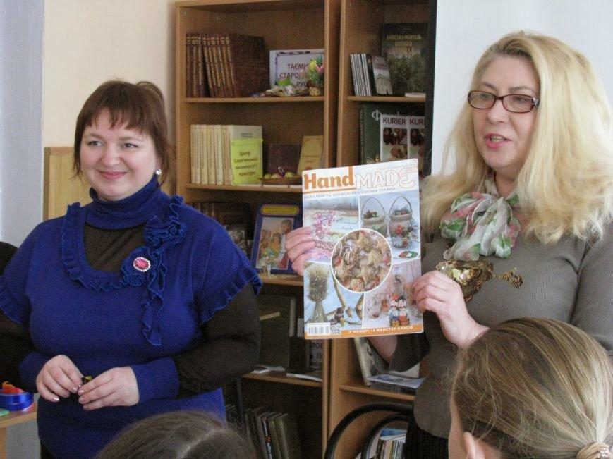 В Днепродзержинской городской библиотеке открылась Школа креативного рукоделия, фото-1