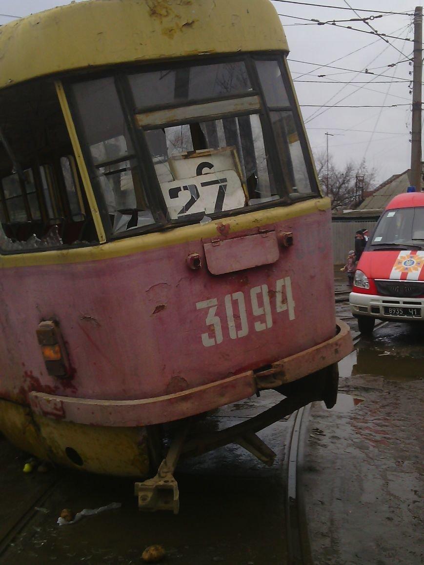 Харьковские врачи могут ампутировать ногу мужчине, которого вчера зажало под трамваем на Новожаново, фото-1