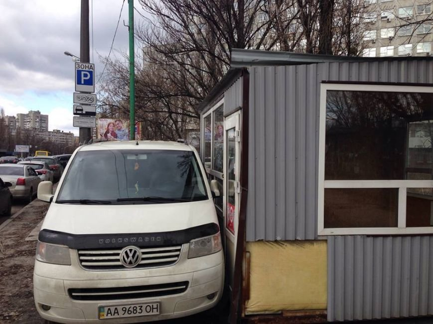 В Киеве предприниматели блокируют свои МАФы автомобилями (ФОТОФАКТ), фото-2
