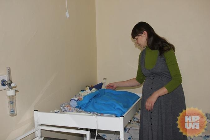 В Кривом Роге переселенцы из Краматорска вынуждены платить в студенческом общежитии даже за троих новорожденных (фото) - фото 1
